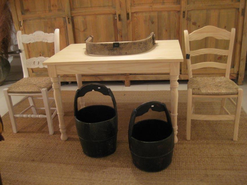 Mesas de madera nuevas