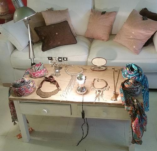 Mesa de pino con patas blancas 96X56X46